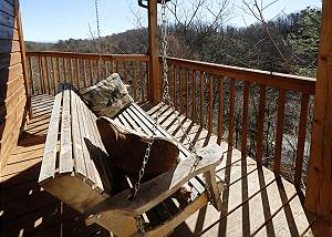 Fox Run Escape #1140 Secluded Two Bedroom Cabin Near Downtown Gatlinburg in a Wooded Setting