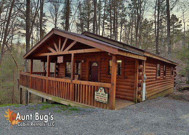 rental cabin dolly club cabins friendly rutro in gatlinburg forge bear cheap pigeon pet tn