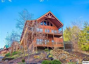 BLACKBERRY LODGE - 402 Pigeon Forge Resort 4 Bedroom with Pool Table, Hot Tub, Pool Access Sleeps 10