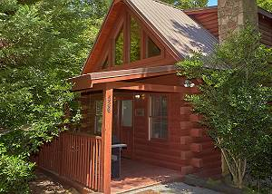 ROMANTIC HIDEAWAY #126 Romantic 1 Bedroom Cabin Close to the Pigeon Forge Parkway and Downtown