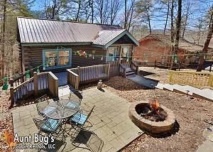 FIREFLY HOLLOW #165 Downtown Pigeon Forge Cabin with Large Gameroom, Firepit, & Wifi Internet!