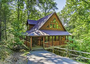 Shamrock Lodge #215 Luxury Log Home in Gated Resort near Gatlinburg & Pigeon Forge with Game Room