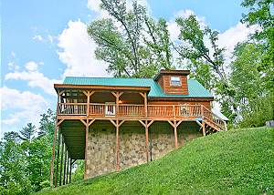 A Bear's Eye View #251 Secluded 2Bedroom Cabin Birds Creek Resort Pigeon Forge TN Game Tables & More