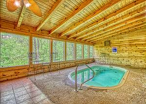 GONE SWIMMIN' #260 Pigeon Forge Indoor swimming pool cabin near Dollywood, Stampede, & Parkway