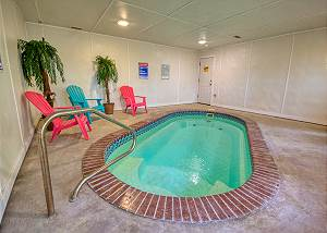 SKINNY DIPPIN' #261 Pigeon Forge Private Indoor Swimming Pool Cabin! Air Hockey & arcade game!