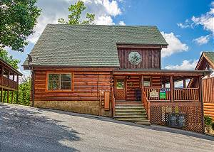 BEAR HUG #275 Pigeon Forge 2 BR Cabin with Views, Arcade Games, Indoor Pool, Pool table