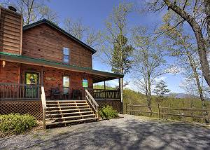 Kickback Shack #298 Smoky Mountain 2 Bedroom Chalet with Game Room, Hot Tub, & Close to Dollywood