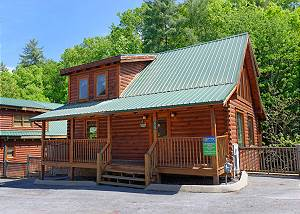 WHISPERING CREEK #302 Pigeon Forge Resort Cabin with Pool Table, Foosball, Theater Room and Hot Tub