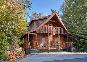 Boulder Bear Lodge #355 Parkway Pigeon Forge Resort Cabin with Theater Room, Game Room, & Pool Access