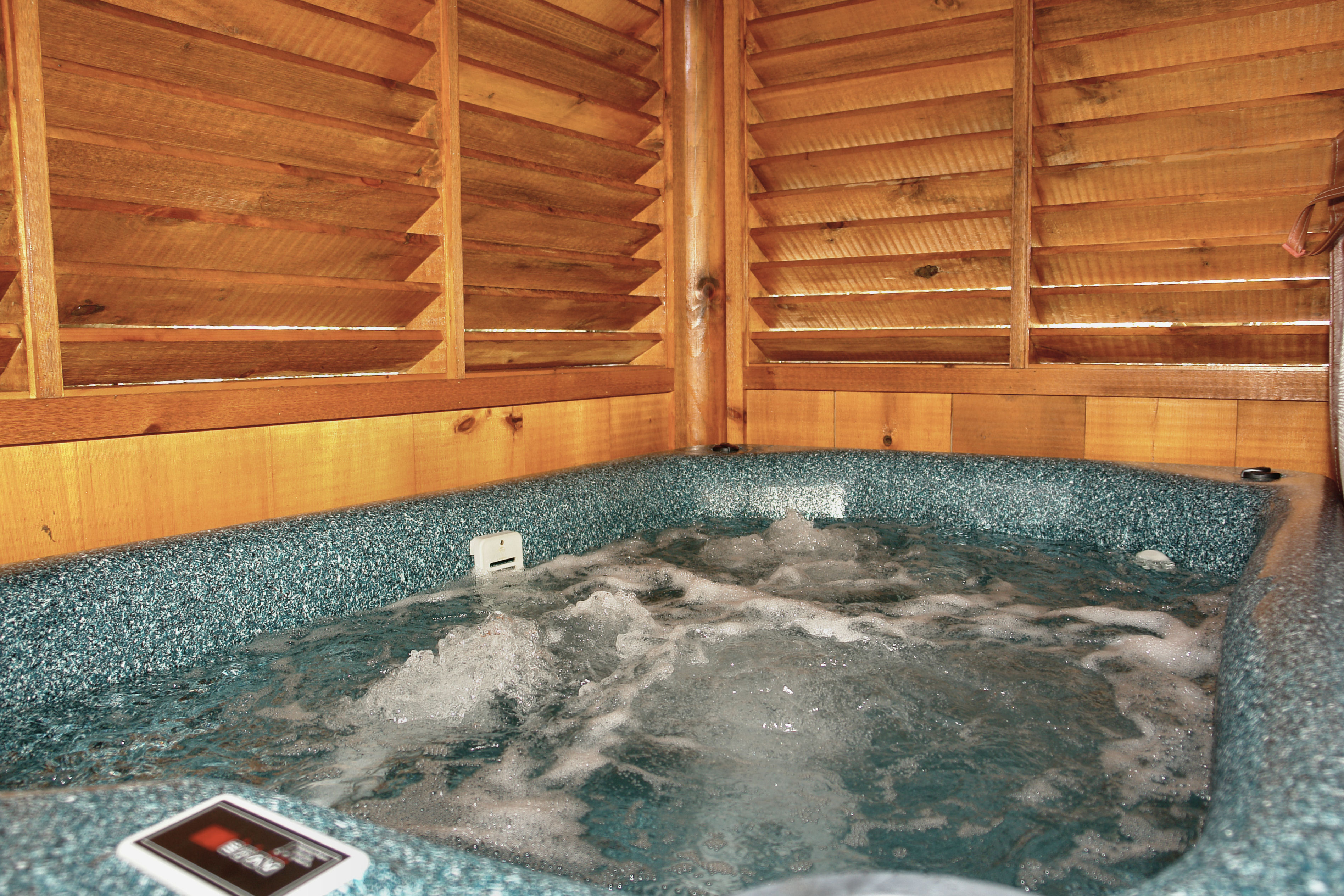 for tennessee secluded s cabin luxury in rent pool rental cheap with pet cabins indoor gatlinburg forge tn pigeon private rentals friendly