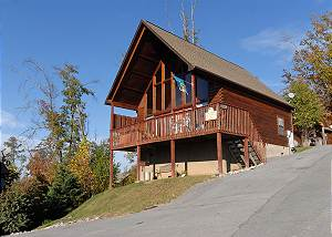 MISS BEE HAVEN #236 Smoky Mountain Resort Cabin with Indoor and Seasonal Outdoor Pool Access