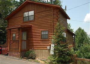 MOUNTAIN TREEHOUSE #2145 Cabin in between Gatlinburg and Pigeon Forge MOUNTAIN TREEHOUSE 2145