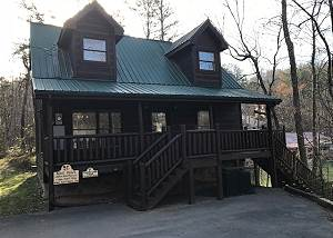 Lover's Lake #105 Cabin Between Gatlinburg and Pigeon Forge with Jacuzzi, and Pool Table