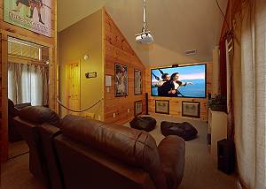 CAN'T BEAR TO LEAVE #455 4 Bedroom Pigeon Forge Cabin with Theater Room and Hot Tub, Close to Parkway