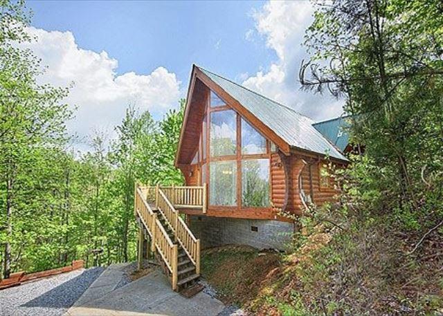 Highlander 2 bed 2 bath cabin acorn cabin rentals for Gatlinburg cabins with fishing access