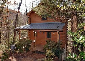 PRECIOUS MOMENTS #124 Romantic 1 Bedroom Cabin Between Gatlinburg and Pigeon Forge with Hot Tub