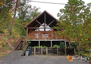 A SECLUDED BEARADISE - 247 2 Bedroom Pigeon Forge Resort Cabin with Hot Tub, Pool Table and Arcade
