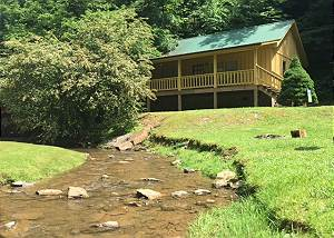CREEKSIDE TRANQUILITY #365 Cabin in between Gatlinburg and Pigeon Forge Creekside Tranquility 365