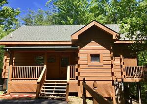 ALL TUCKED AWAY 114 Private 1 bedroom Smoky Mountain Cabin located in Beautiful Wears Valley!