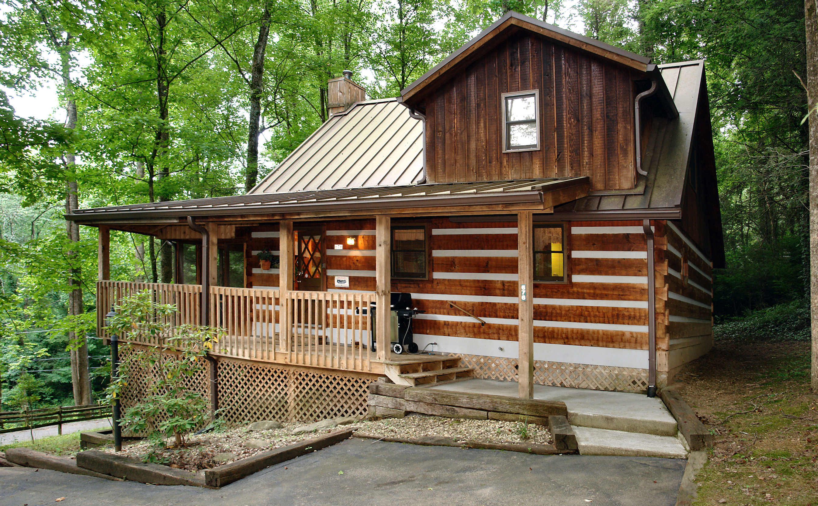 chalet alan gatlinburg cabins in tn s cabin mollys rentals log honeymoon mountain tennessee bedroom