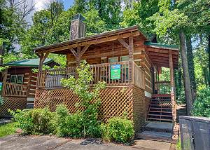 CUDDLE INN #1529 Downtown Gatlinburg's Amazing Romantic Retreat Log Cabin. Reserve today!
