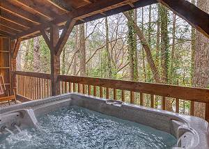 LEATHER AND LACE #1615 Tennessee Log Cabin: Close to Downtown Gatlinburg & near National Park