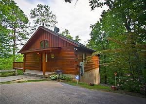 LIFE'S A BEAR #228 Secluded 2 Bedroom 6 miles to Downtown Pigeon Forge TN/Wears Valley