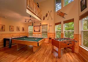 HAPPY DAYS #419 Four Bedroom Gatlinburg Luxury Log Cabin with Game Room in Chalet Village