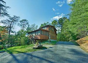 AT WILD TURKEY #122 One Bedroom Smoky Mountain Log Cabin with Outdoor Fire Pit and Game Room