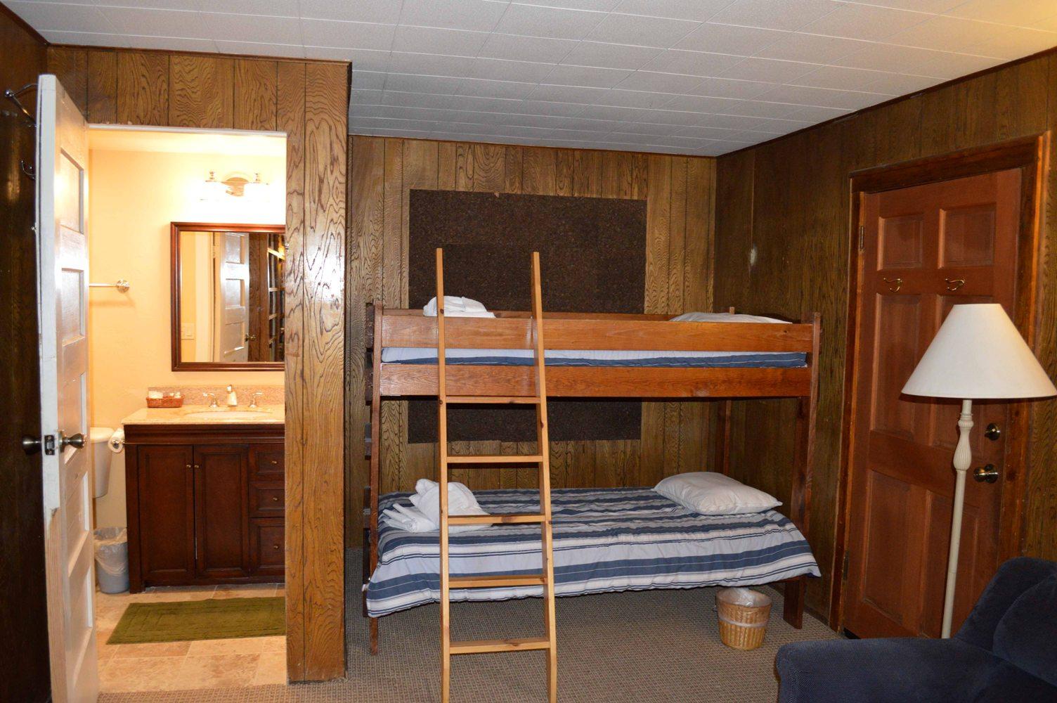 Tahoe, CCBirch Downstairs bunkroom & bath