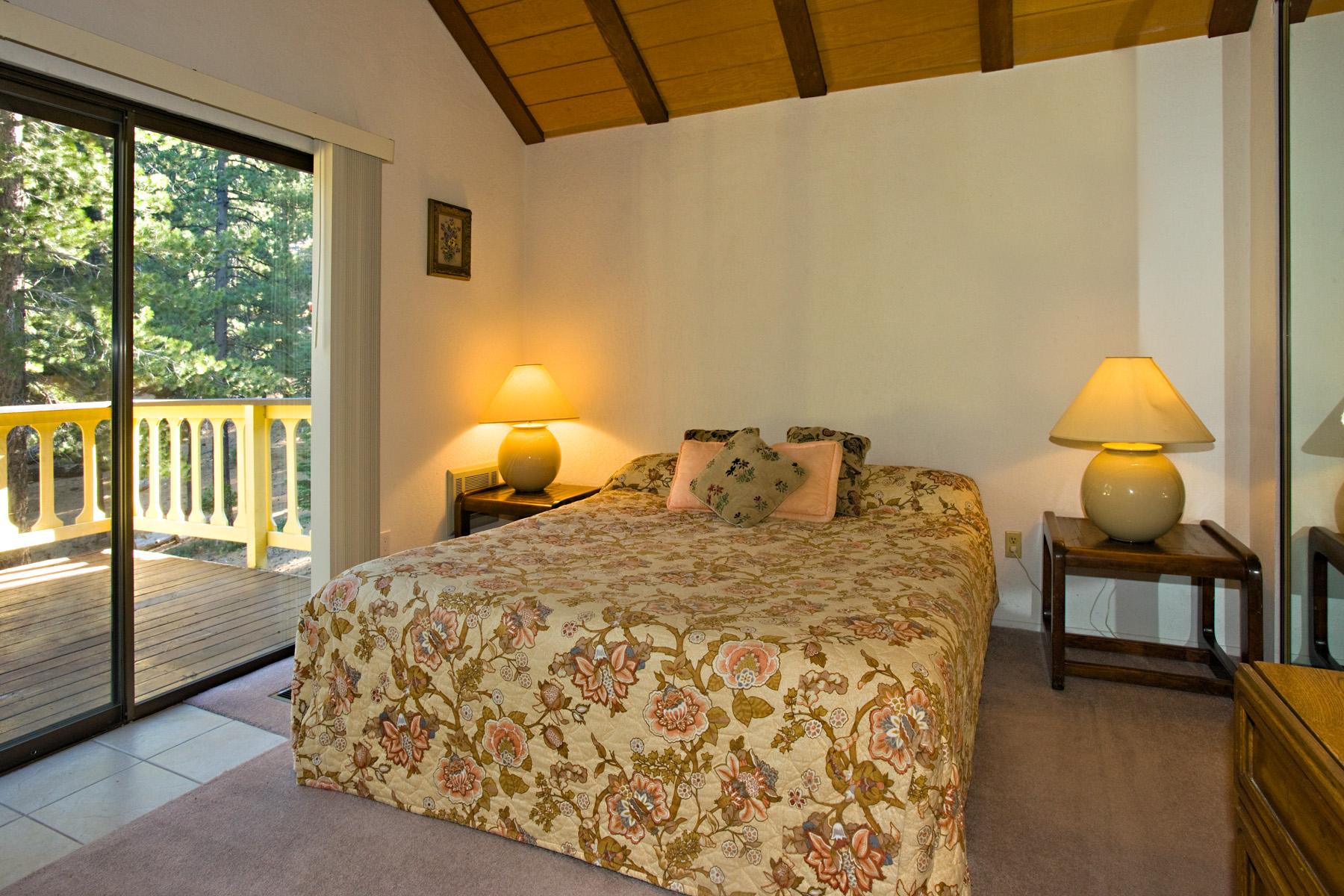 Tahoe Tyrol 3336 1st bedroom - king bed