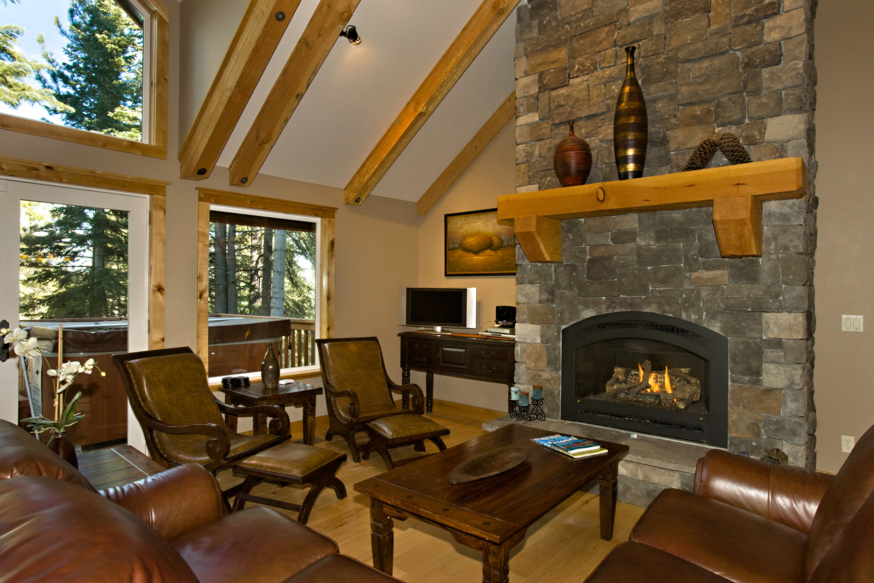 Plumas living room with gas fireplace