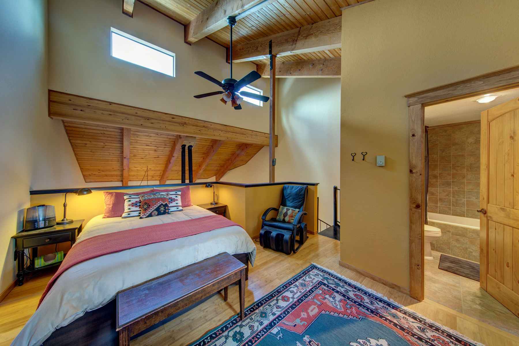 cozy and open loft in second floor with private bathroom