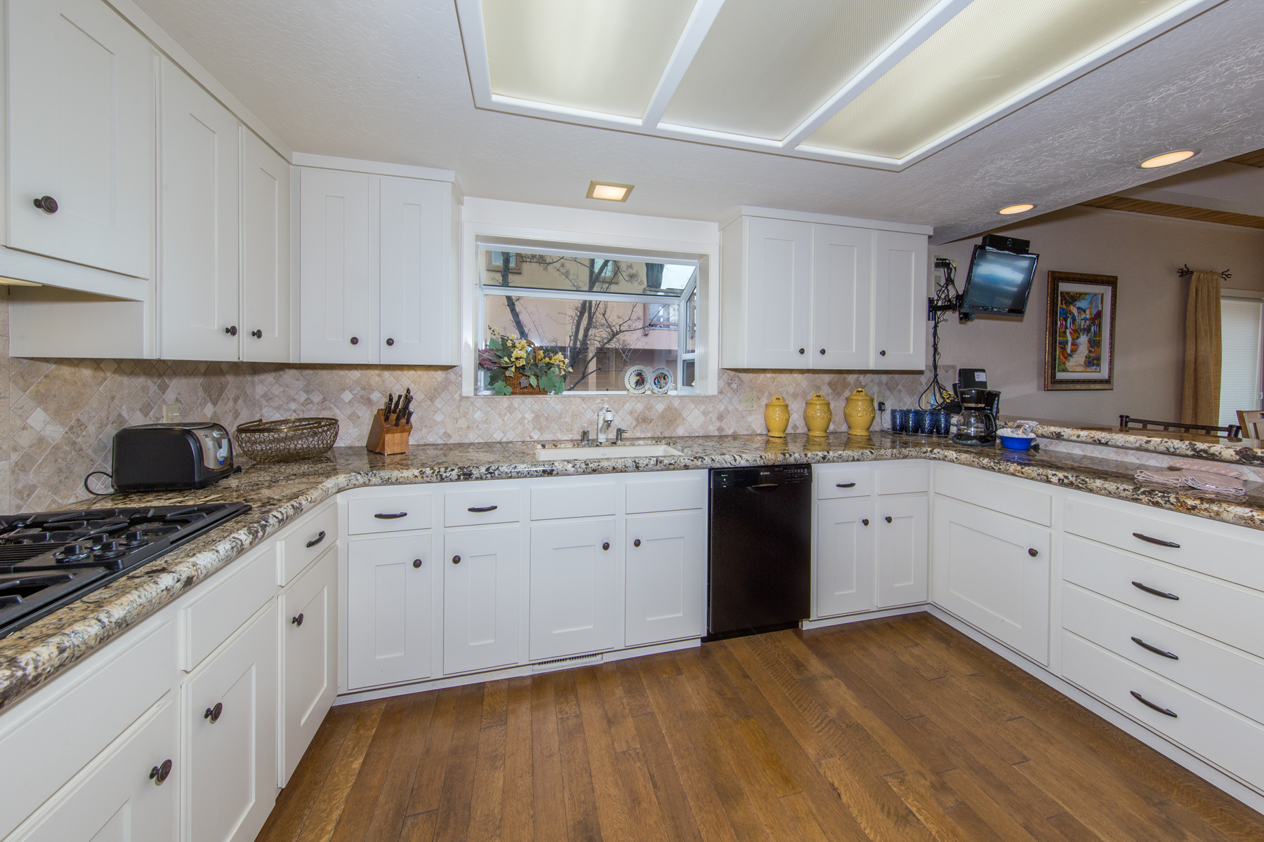 full equipped and modern kitchen to have the best start of your