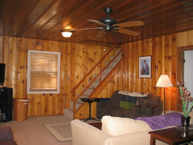 South Lake Tahoe Larch Cabin living room