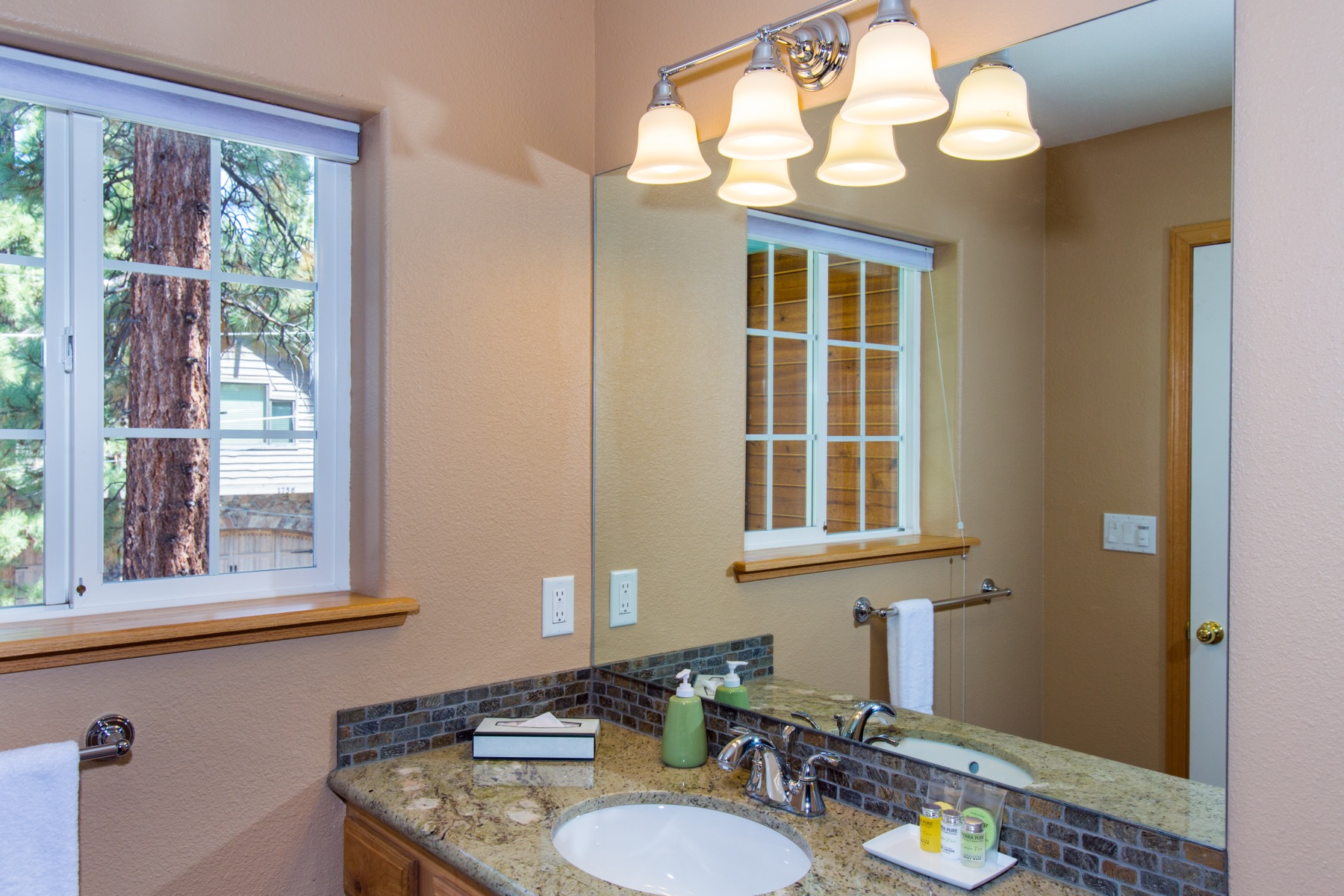 Enjoy this 4th bathroom for guest or family.