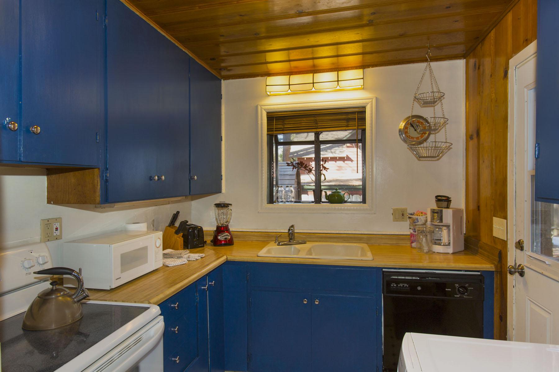 Tahoe, Larch Cabin Kitchen