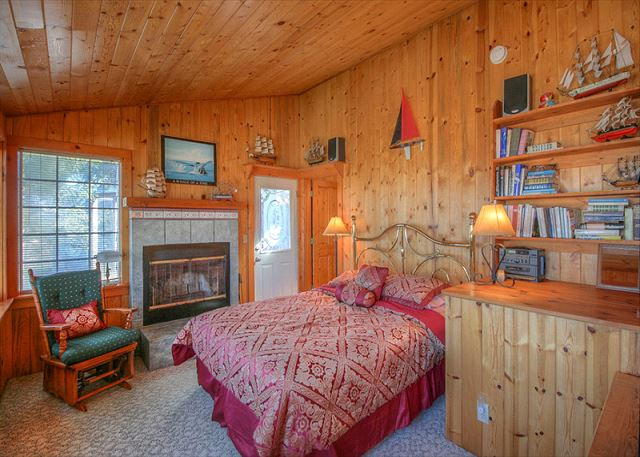 Upstairs bedroom in Dowd B. Fireplace, private bath with jacuzzi ,upper enclosed deck. Queen Bed