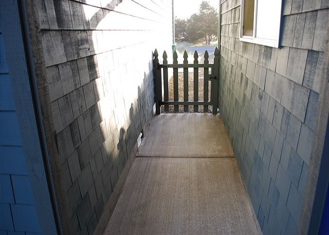 Enclosed gate between house and garage