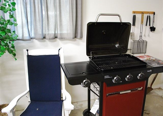 Gas BBQ with tank & tools for your grilling pleasure