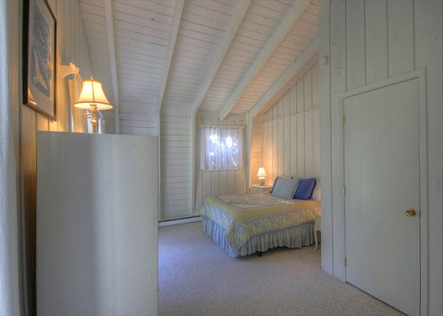 Master Bedroom w/ Queen Bed and sitting room