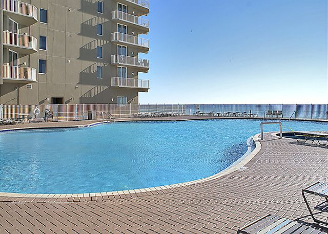BEACHFRONT WITH LOTS OF ROOM FOR 6! OPEN 3/29-4/5! NEW LOWER RATE! - Panama City Beach, Florida