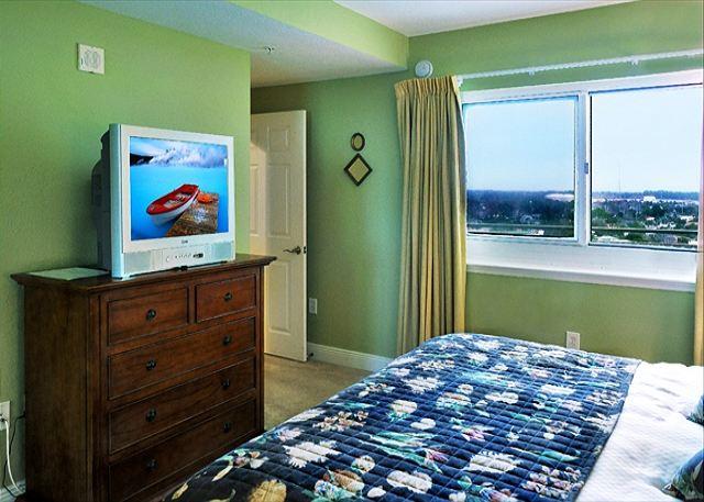 BEACHFRONT! SLEEPS 6 OPEN 3/15-22! ONLY $895 TOTAL! - Panama City Beach, Florida