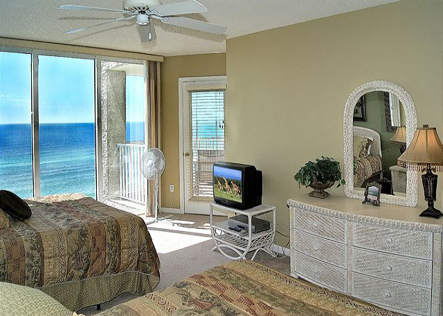 BEACHFRONT FOR 8!  GREAT VIEWS! OPEN FOR SPRING BREAK!!!! - Panama City Beach, Florida