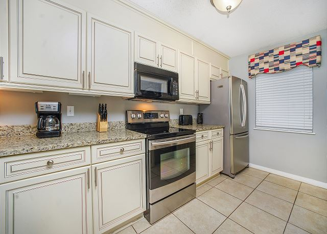 LARGE KITCHEN WITH STAINLESS APPLIANCES