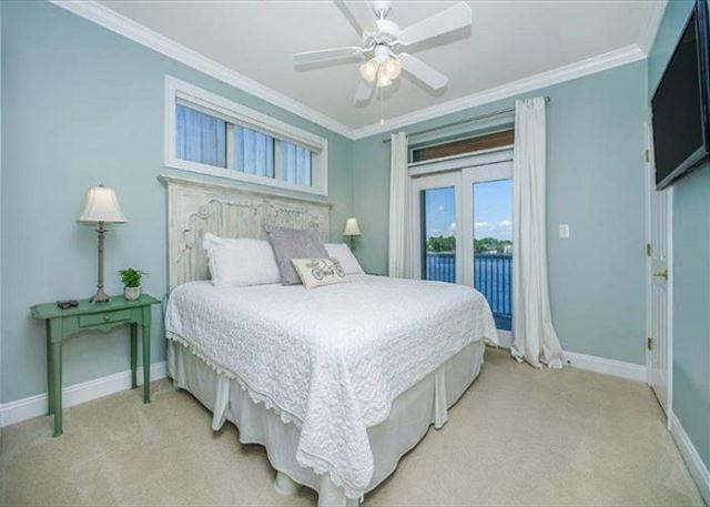 Lakeside king bedroom #2.