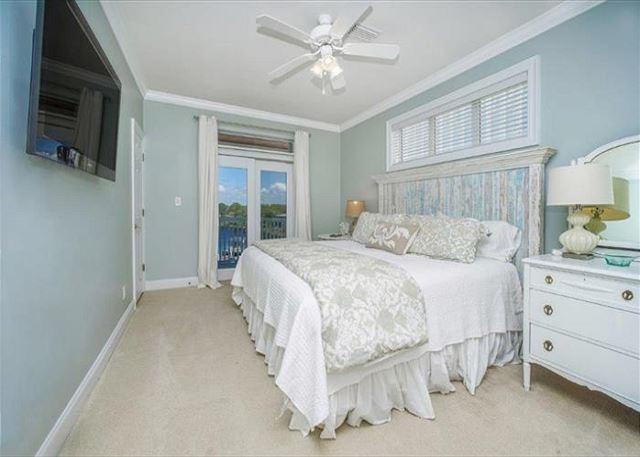 Lakeside king bedroom #1.