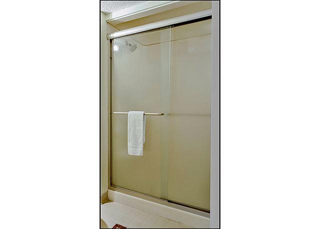 2ND BATHROOM TUB/SHOWER COMBINATION