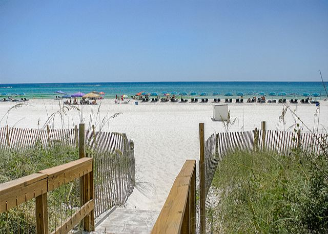 COZY BEACHFRONT CONDO FOR 4! NEW DECOR! OPEN 3/15-22! ONLY $895 TOTAL! - Panama City Beach, Florida