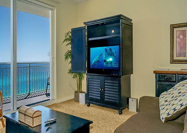BIG SCREEN TV IN LIVING ROOM